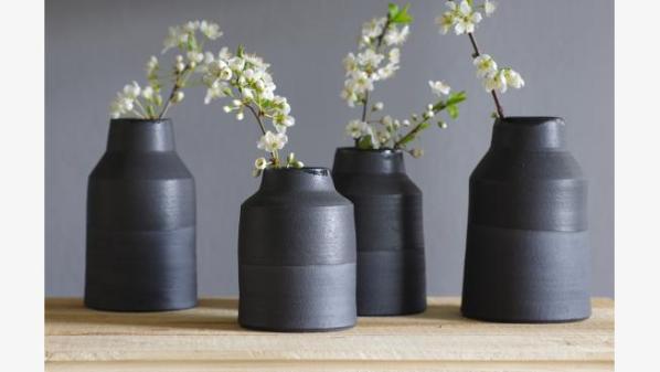 black vase abcd