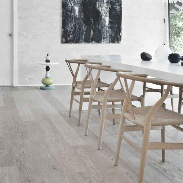 ch24-wegner-wishbone-chair-2_grande